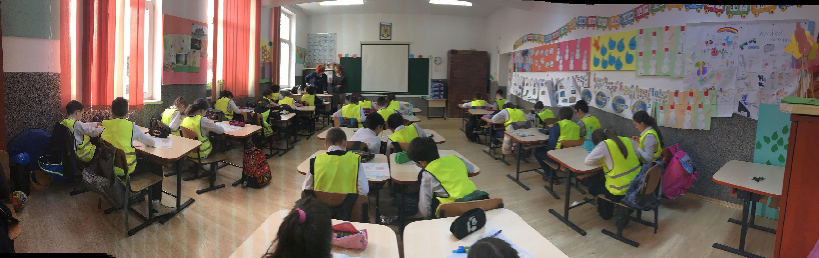 """665 de elevi din șapte județe au studiat gratuit educație rutieră la clasă prin programul """"Drum sigur – ABCdar rutier"""""""