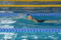Lungimile de bazin s-au transformat în șanse pentru educație: vedetele au înotat la Swimathon pentru CEAE
