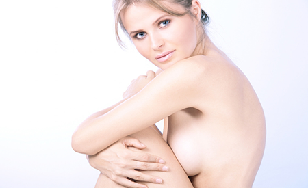 Dr. Panțuru recomandă operația de micșorare a sânilor voluminoși pentru a contracara alte probleme de sănătate