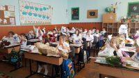 """Carrefour întâmpină elevii de clasa I cu peste 46 000 de pachete cu rechizite,  prin a 12-a ediție a campaniei """"Operațiunea Ghiozdanul"""""""