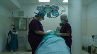 Specialisti americani vin in Romania pentru a asista operatii cu tehnica Mohs - cea mai eficienta interventie chirurgicala pentru cancerul de piele