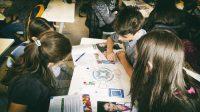 """Incluziunea financiară începe la școală: 3.500 de elevi de gimnaziu și liceu învață să-și administreze corect resursele prin programul european """"Schimbăm vieți"""", dezvoltat de Junior Achievement România și Metropolitan Life"""