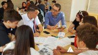 Cum pot fi promovate obiceiurile sănătoase în viziunea liceenilor din București: aplicații digitalhealth pentru prevenirea bolilor cronice netransmisibile propuse și prezentate în cadrul Young Health Program