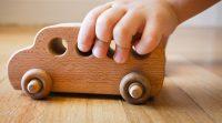 Avantajele achizitionarii jucariilor de lemn pentru copii