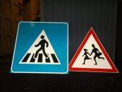 La ce ne ajuta indicatoarele rutiere