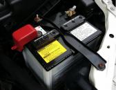 Ce proprietăţi trebuie să aibă o baterie auto şi ce criterii trebuie să îndeplinească pentru a mulţumi proprietarii maşinilor?